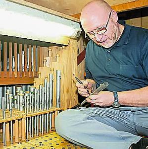 Peter Maria Ohlert restaurierte die Gersheimer Orgel zum Advent